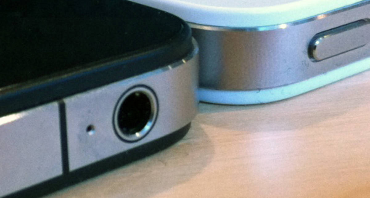Белый iPhone 4 толще чёрного (фото)