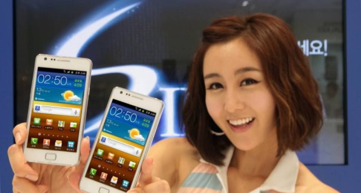 Samsung Galaxy S II воплотился в белом цвете (фото)