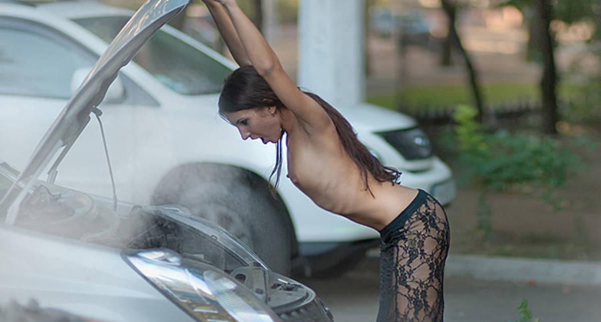 Девушки и автомобили - взрывная смесь (фото)