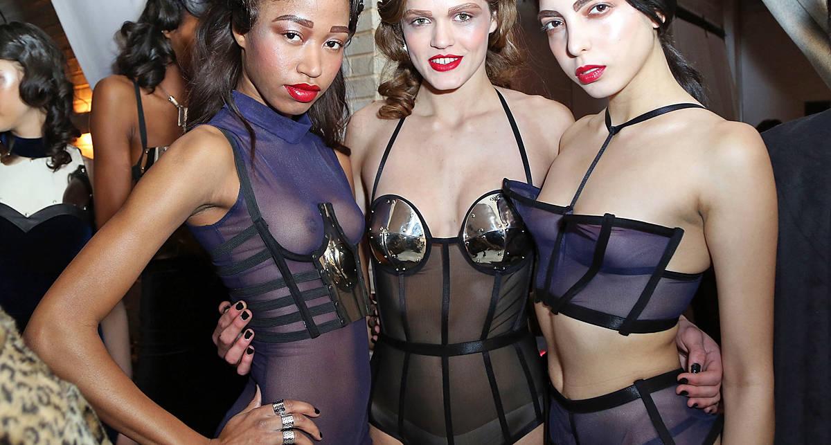 Лифчикам - нет: эротик-шоу моделей в Нью-Йорке