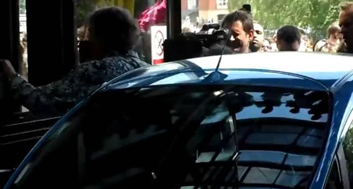Ведущим Top Gear пришлось подтолкнуть Nissan Leaf (видео)