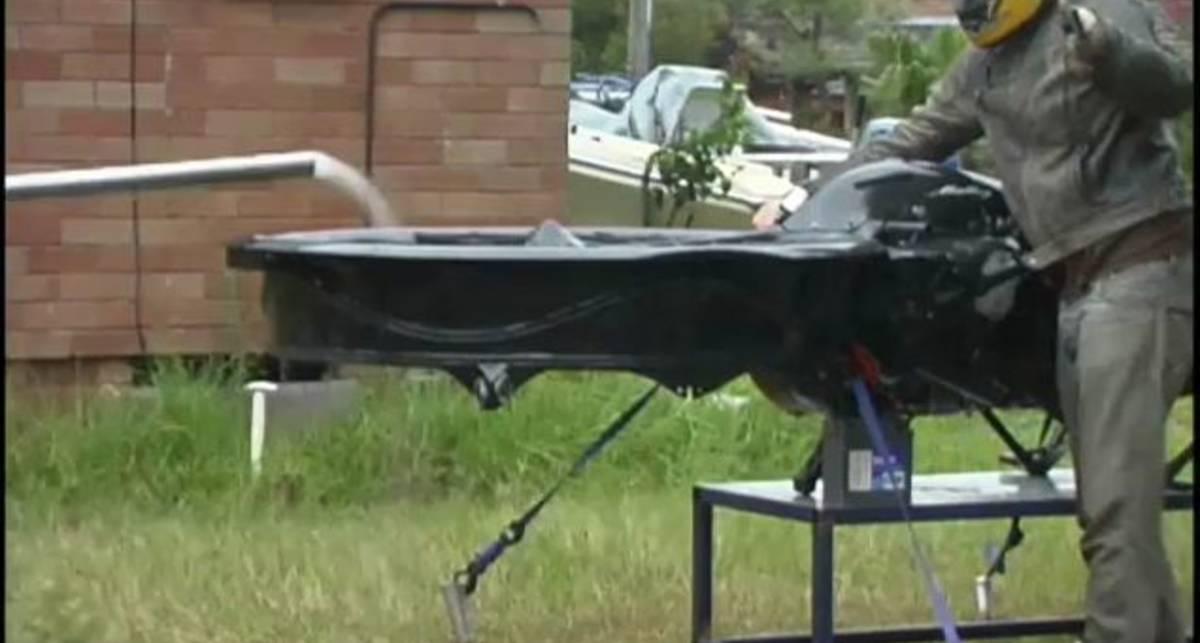 Австралийцы подняли мотоцикл в воздух (фото, видео)