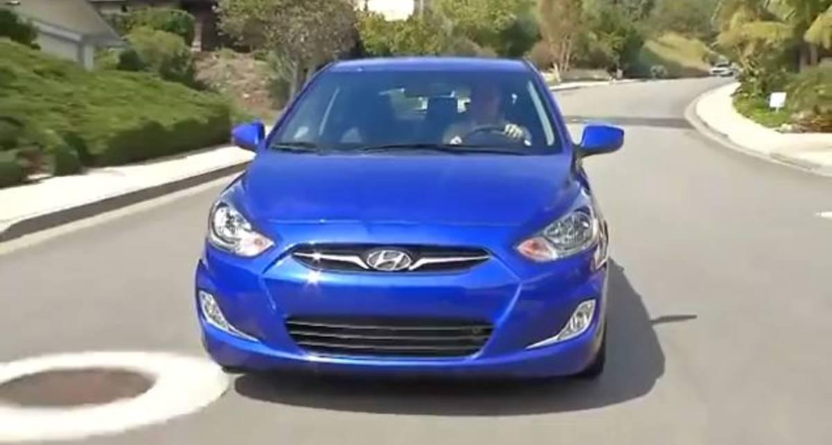 Hyundai Solaris хэтчбек в движении