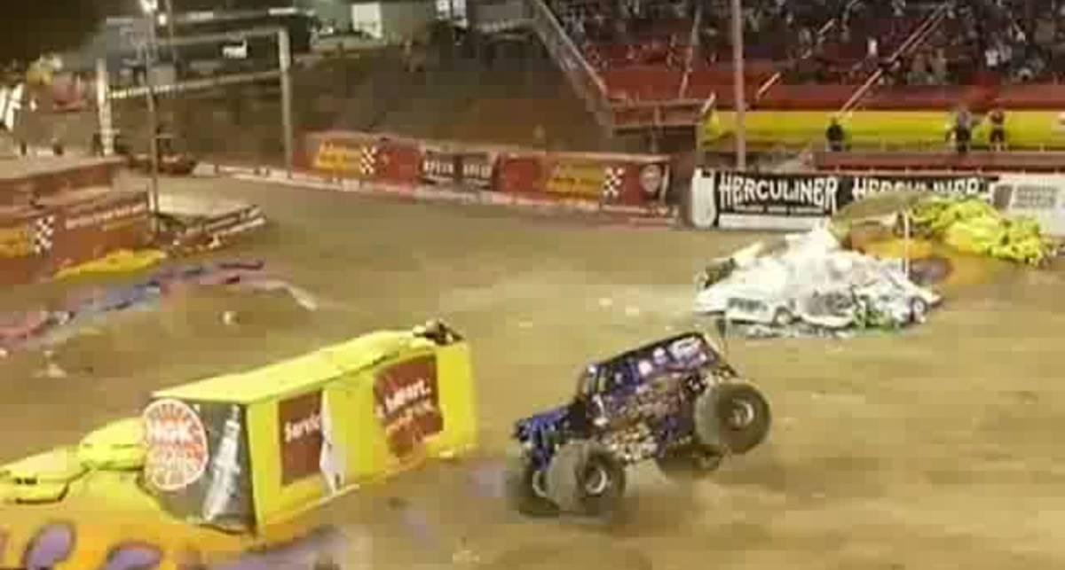 Сальто на Monster Truck