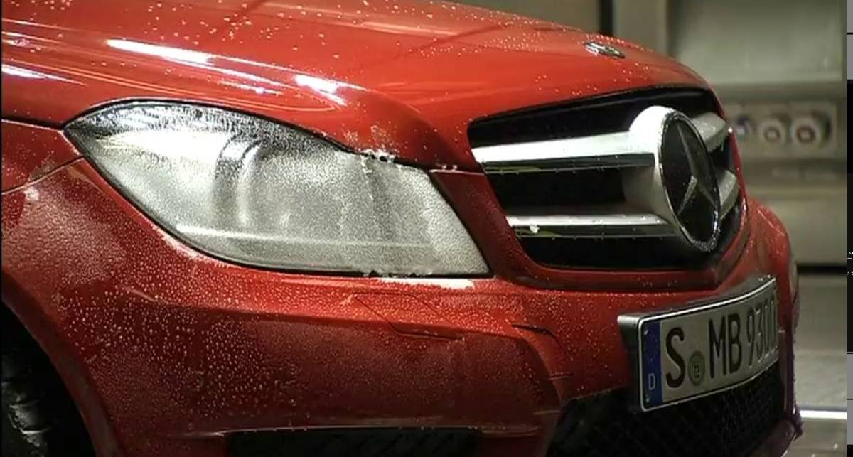 Mercedes будет замораживать свои машины