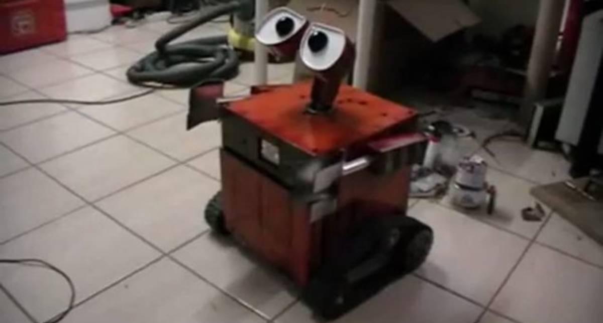 Системный блок в виде робота WALL-E