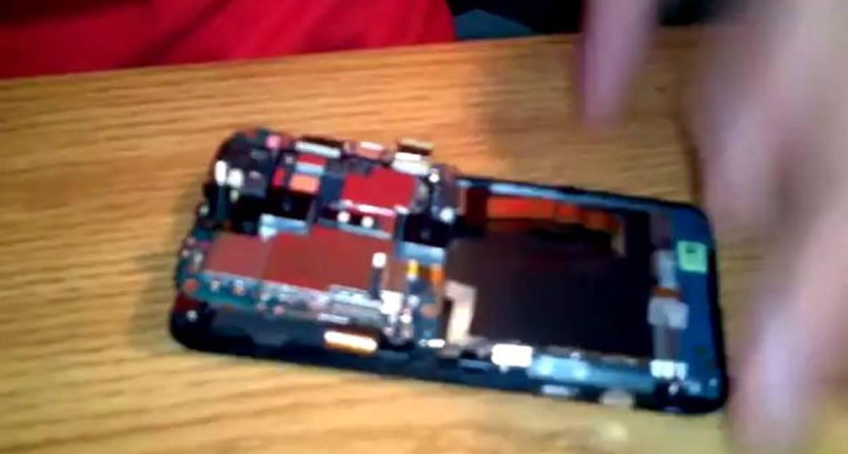 Вскрытие смартфона HTC EVO 3D