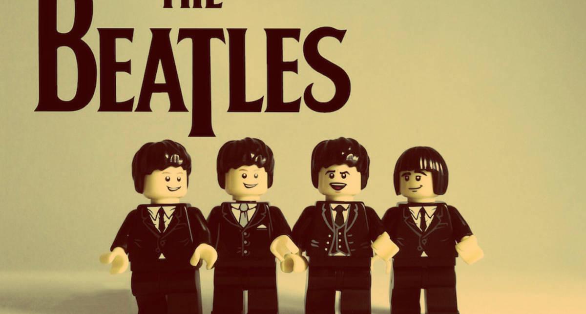 Дизайнер создал из Lego культовые рок-группы ХХ века