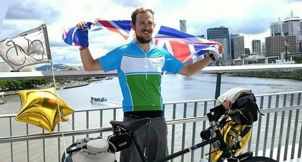 Британец проехал на велосипеде половину экватора
