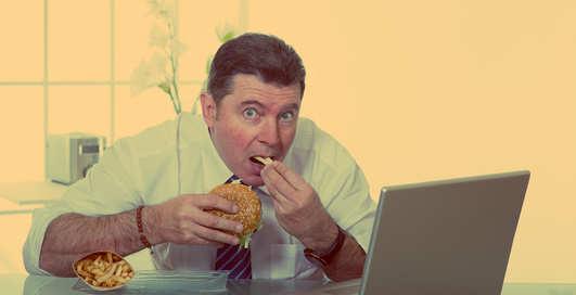 Мерзкие привычки: за что могут уволить с работы