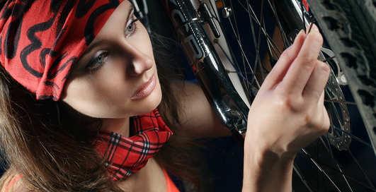 Велоэротика: как украинская модель тестирует байки