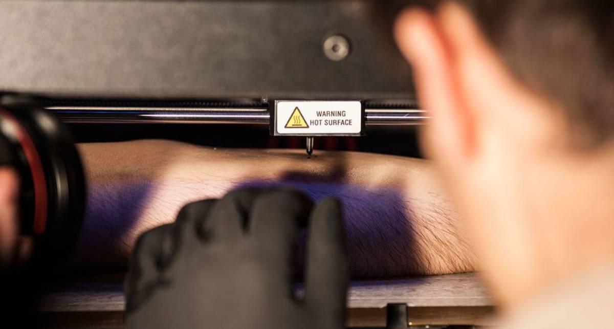 Робота-татуировщика сделали из 3-D принтера