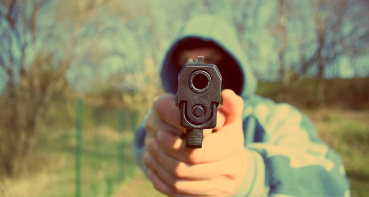 Уличная драка: как уберечься от ножа и пистолета
