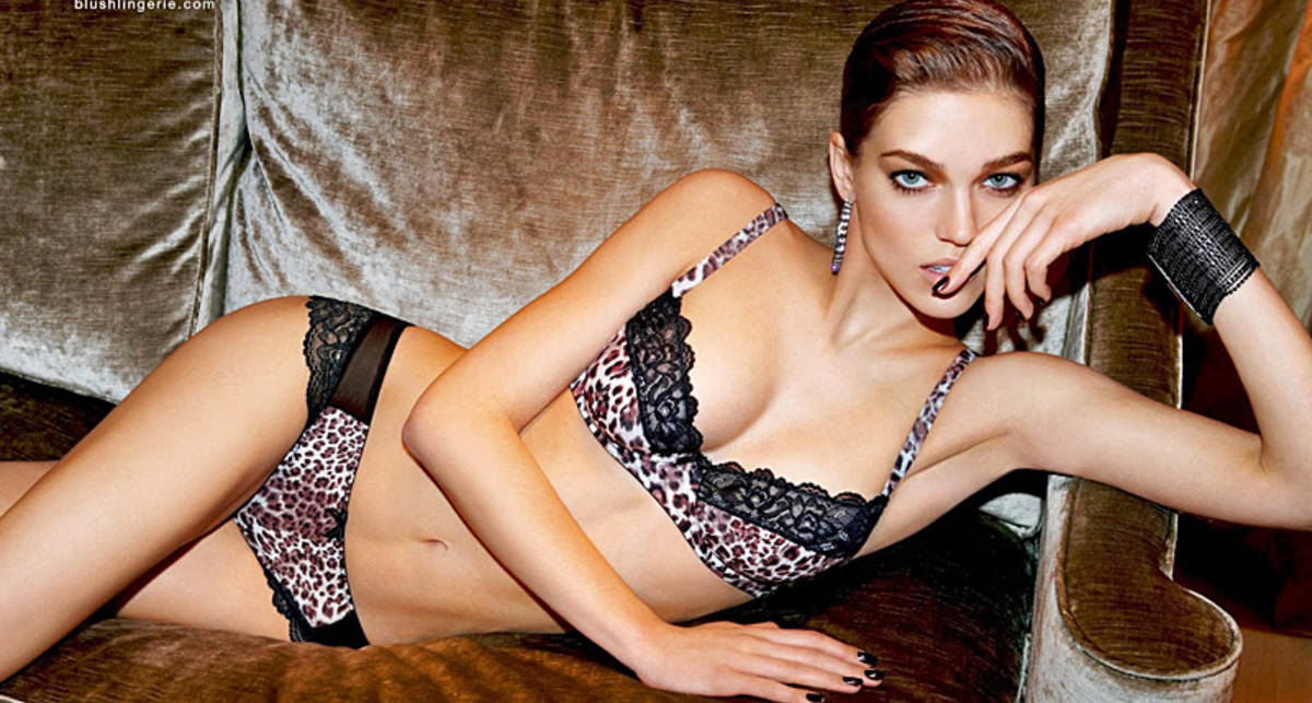 Саманта Градовилль разделась в рекламе белья