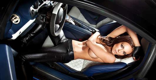 Групповой секс в авто закончился переломом ног