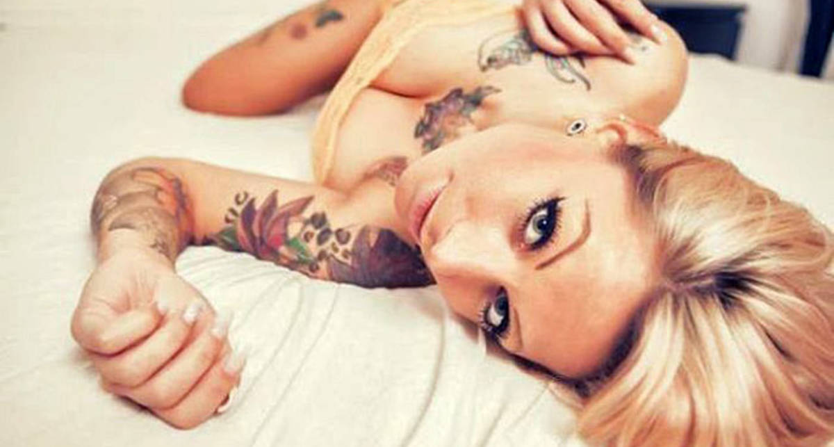Сексуальные красотки демонстрируют свои тату