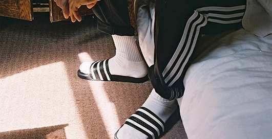 Adidas Originals вводит моду на сандалии с носками