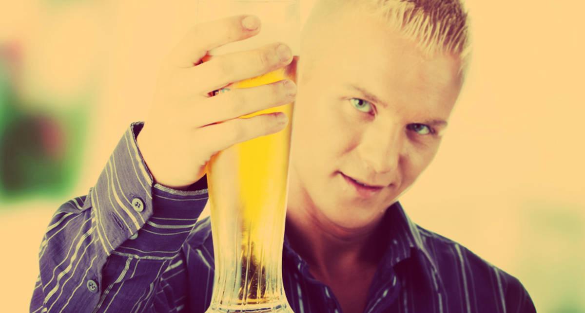 Из каких бокалов быстрее пьется пиво