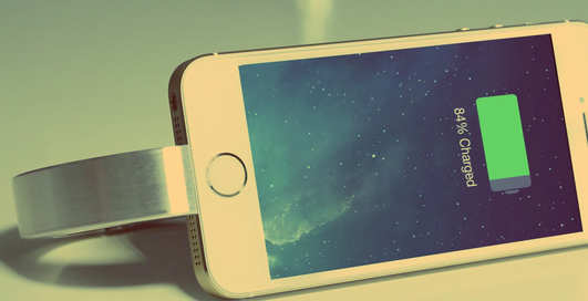 Зарядка-браслет: модный девайс для IPhone