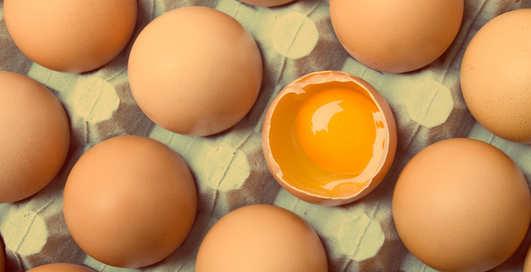 Стоит ли есть яйца с желтком