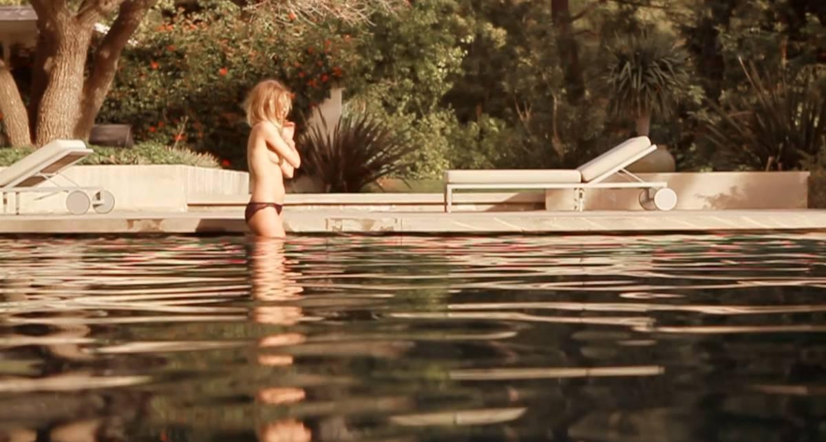 За кадром эротической съемки: Роузи Хантингтон-Уайтли