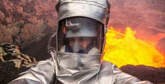 Крутое селфи или жуткий экстрим в жерле вулкана