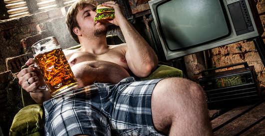 Пивной живот: как с ним бороться, лежа на диване