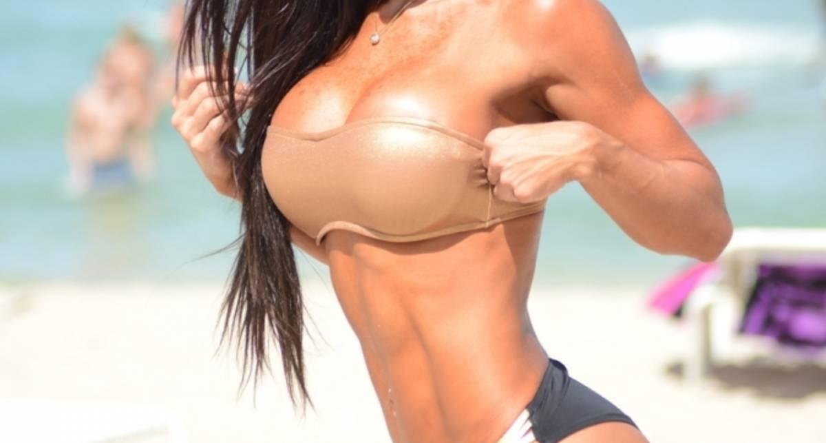 Модель-бодибилдер + Майами = пляжная эротика