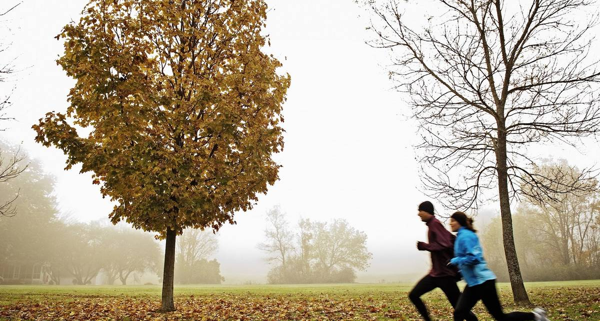 Бег в холода: 4 закона правильного разогрева