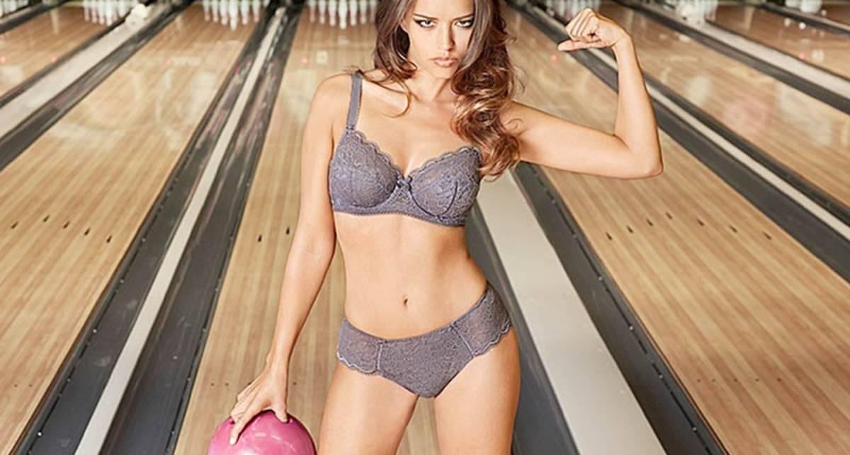 Боулинг по-французски: известная модель снялась в...