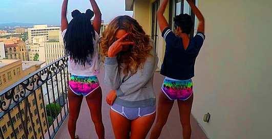 Без штанов на балконе: Бейонсе снялась в новом клипе