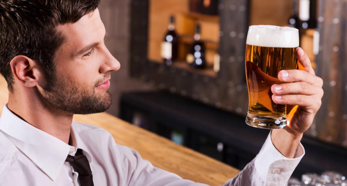 Пенное пиво: почему пролить его тяжелее
