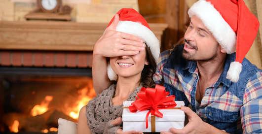 Новогодние подарки для девушки: 10 простых идей