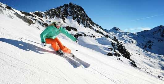 Подарки горнолыжникам: ТОП-10 нужных аксессуаров