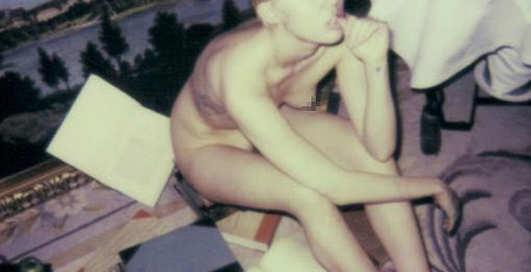 Наедине с Майли Cайрус: самые интимные фото звезды