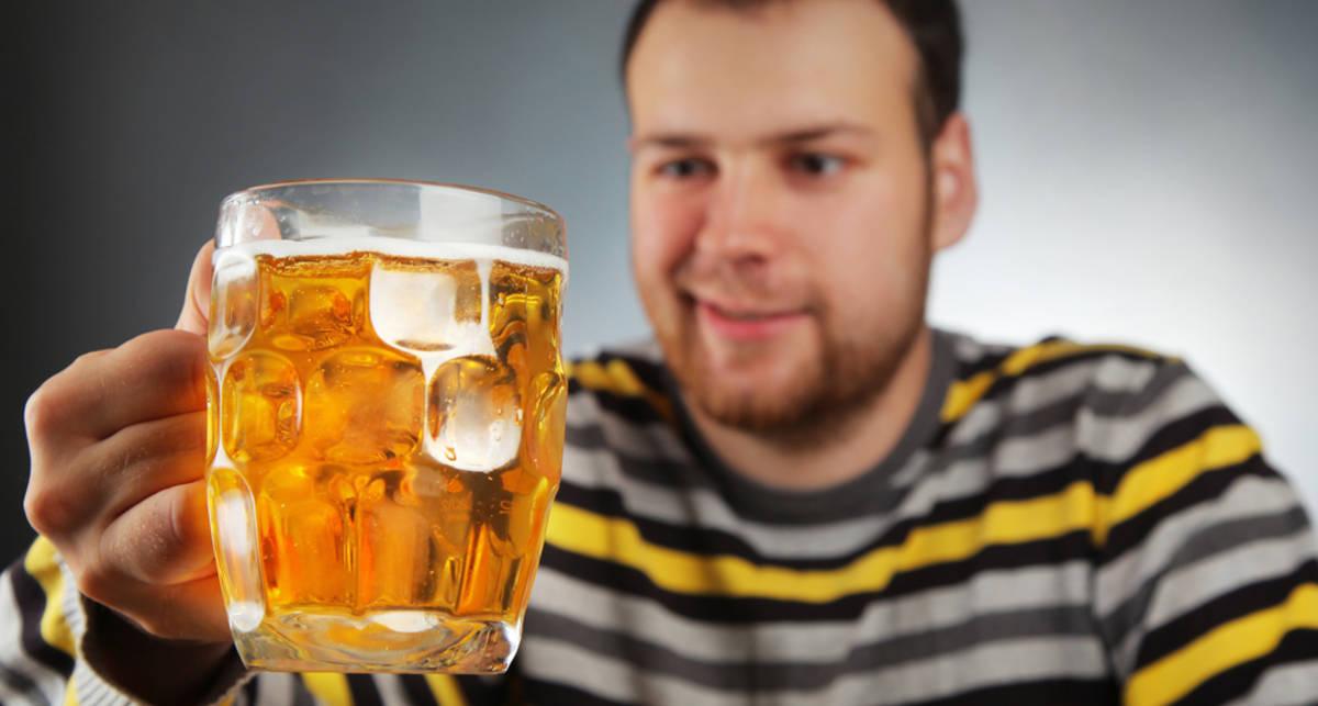 Пиво и чипсы полезнее спортивных напитков - ученые