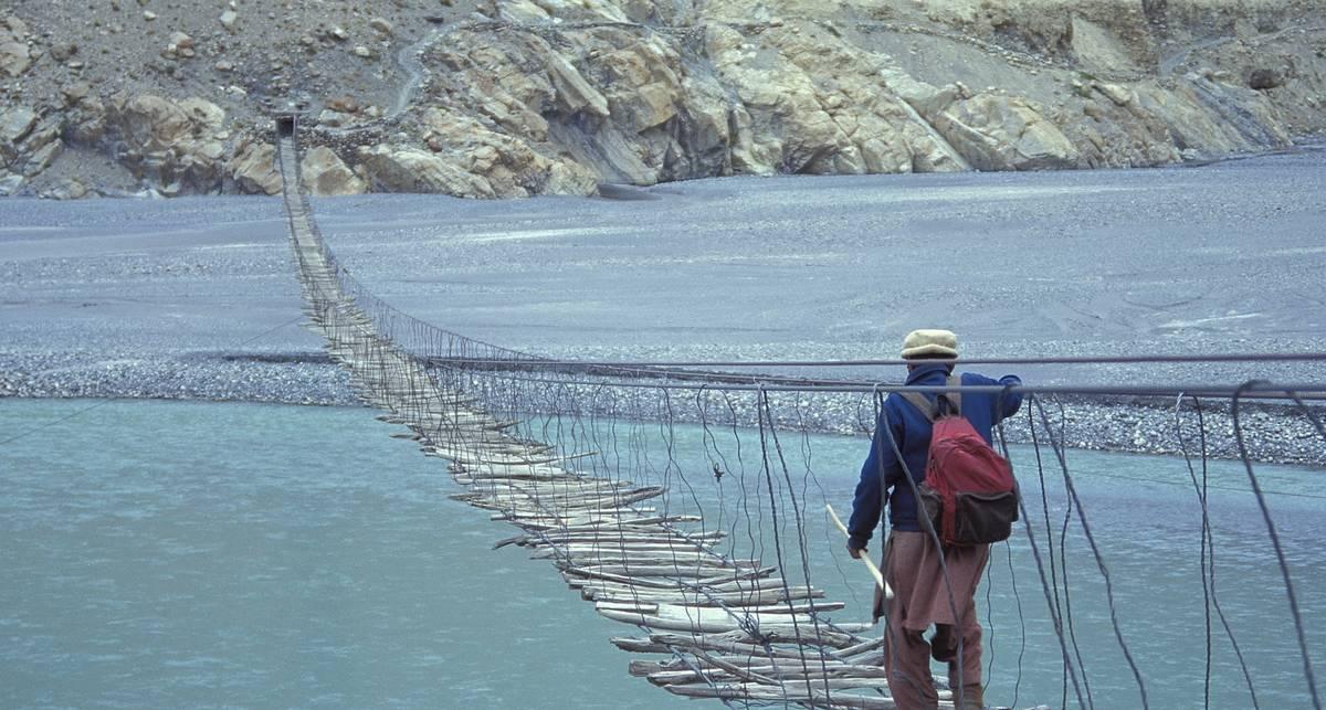 В шаге от смерти: ТОП-9 опаснейших мостов на планете