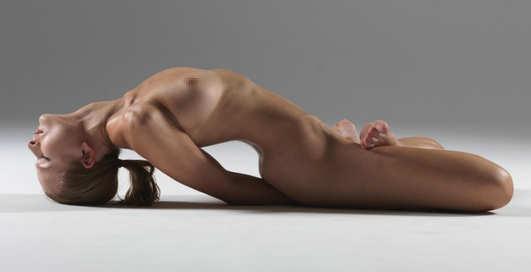 Голая йога: самые эротические кадры искусства