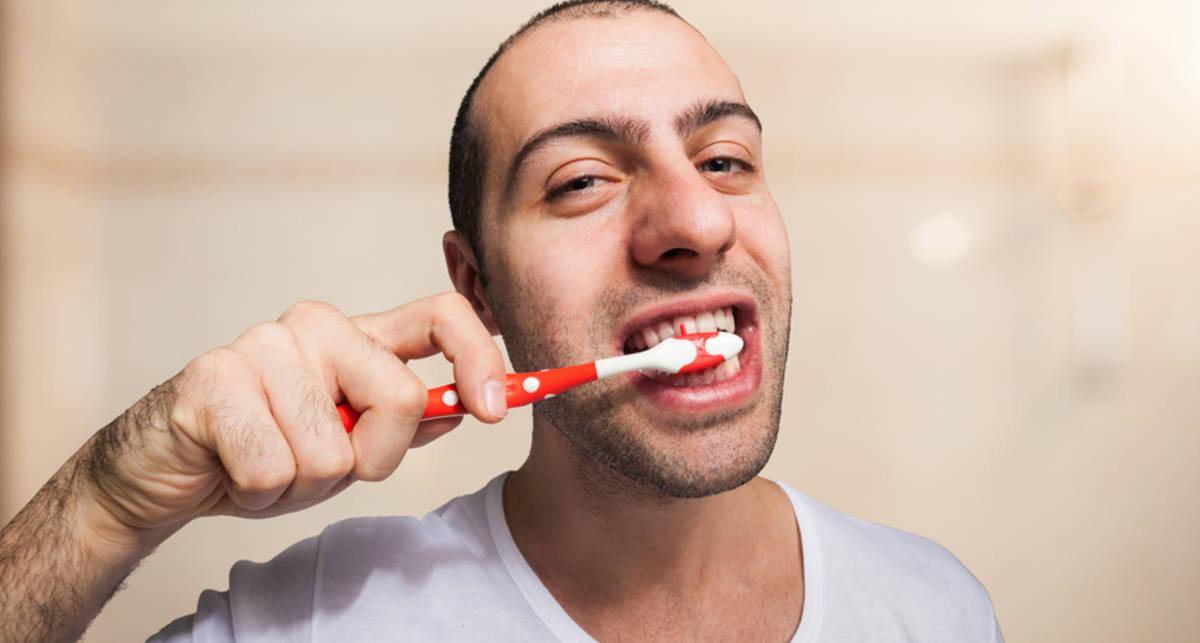 Как бороться с бактерией, если лень чистить зубы