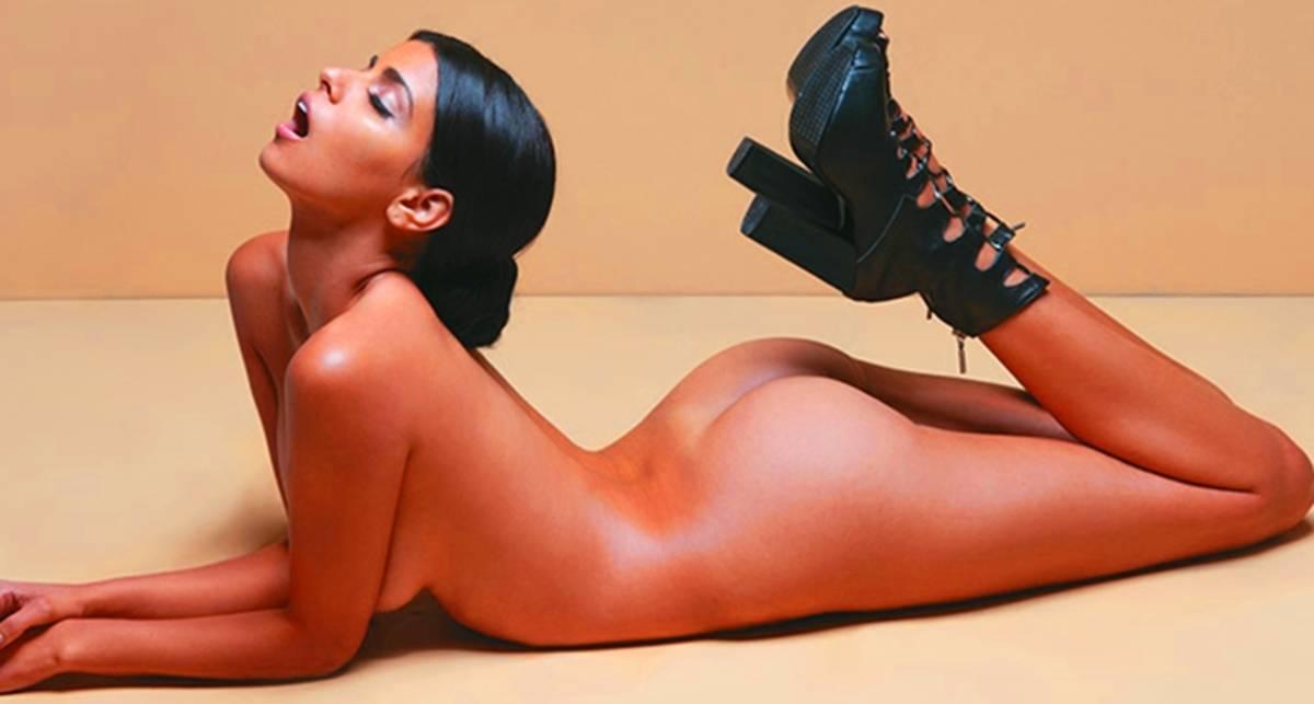 Обувь не в счет: топлес-фотосессия для Soho Magazine