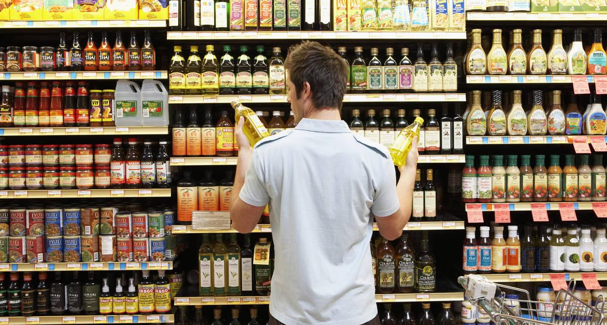 Почему голодным не стоит ходить в супермаркет?