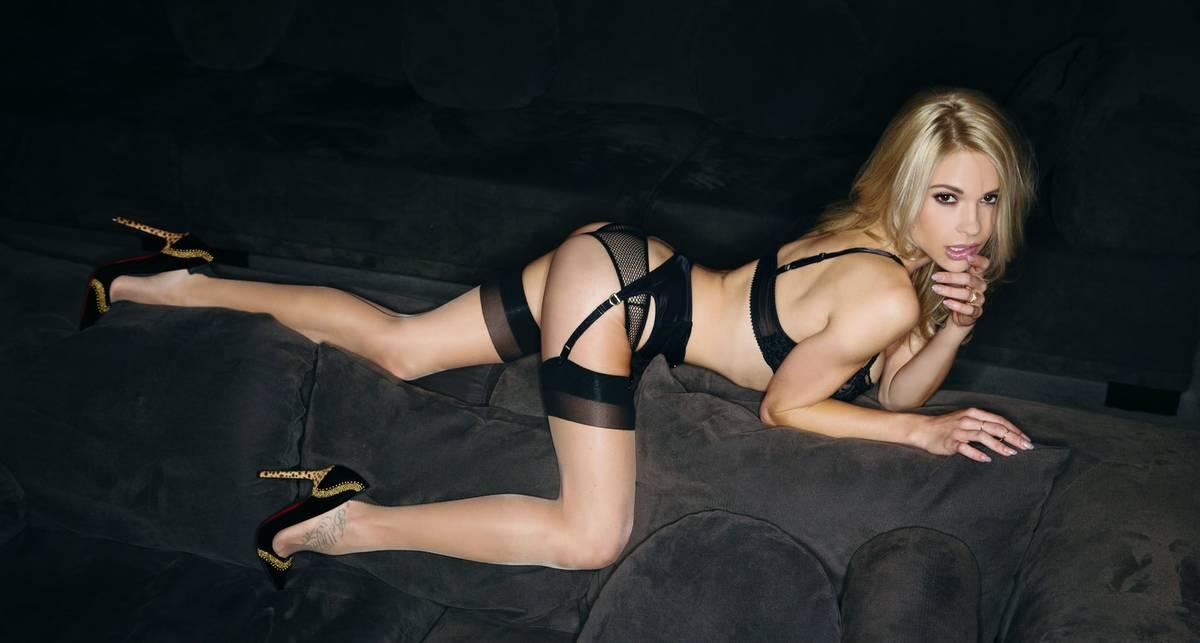 Секс-символ года: Playboy выбрал Playmate 2015