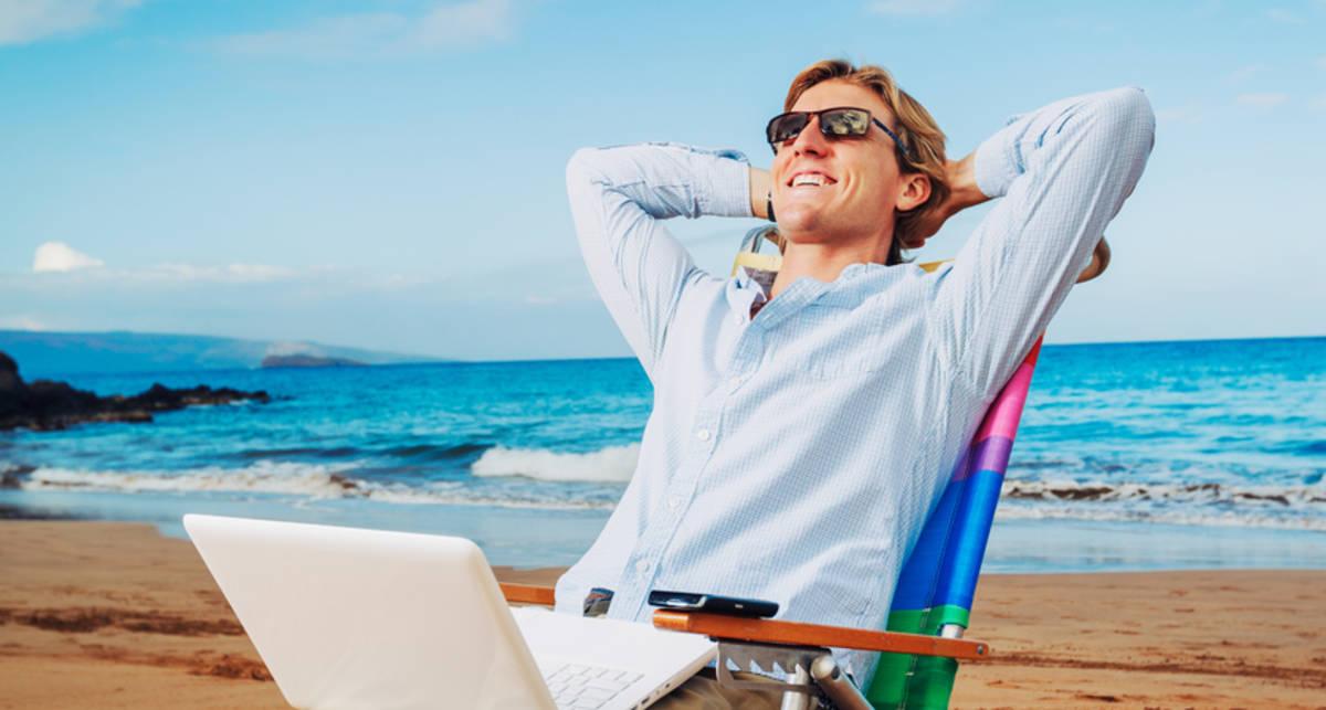 Солнце, пляж долой работу: 10 мужских способов снять усталость