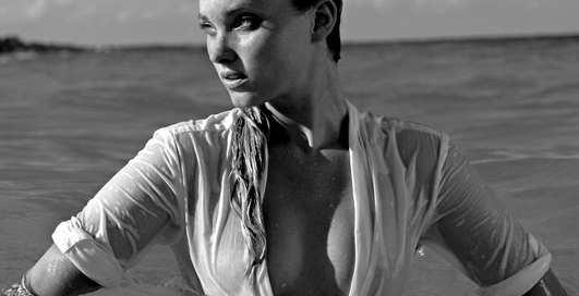 Очаровательная блондинка: Эльза Хоск попала на обложку GQ