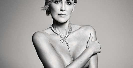 Голая и счастливая: 57-летняя Шерон Стоун разделась для Harper's Bazaar