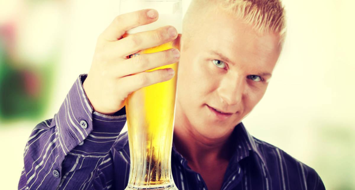 Глотнул пиво: что происходит в организме спустя час