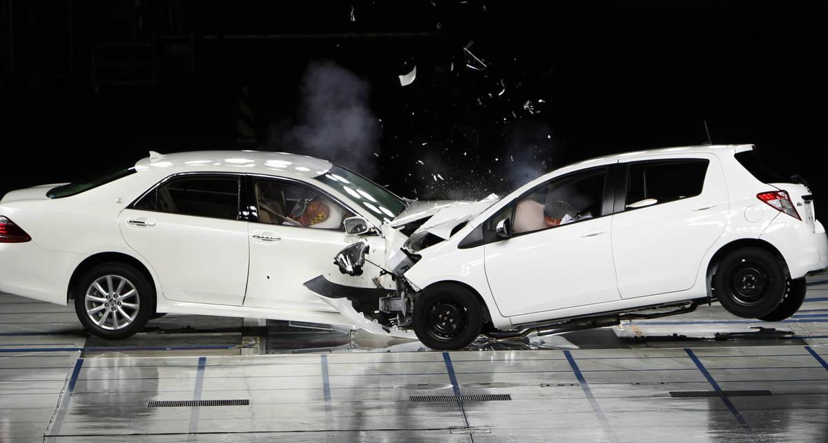 Лоб в лоб: 13 глупых мифов про авто