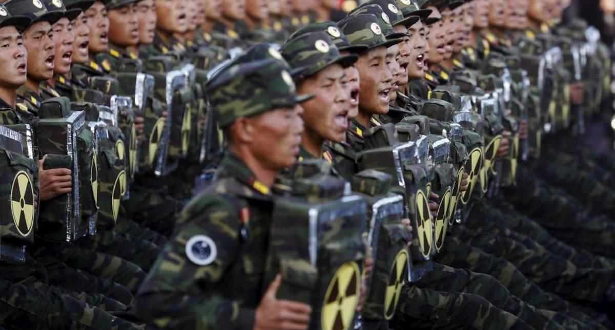 Военный парад в Северной Корее: ТОП-24 устрашающих фото