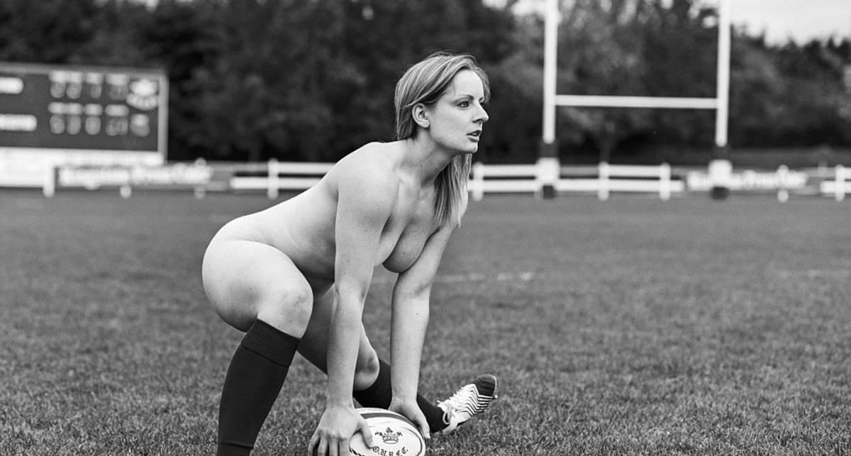 Обнаженные регбистки: эротическая фотосессия для календаря