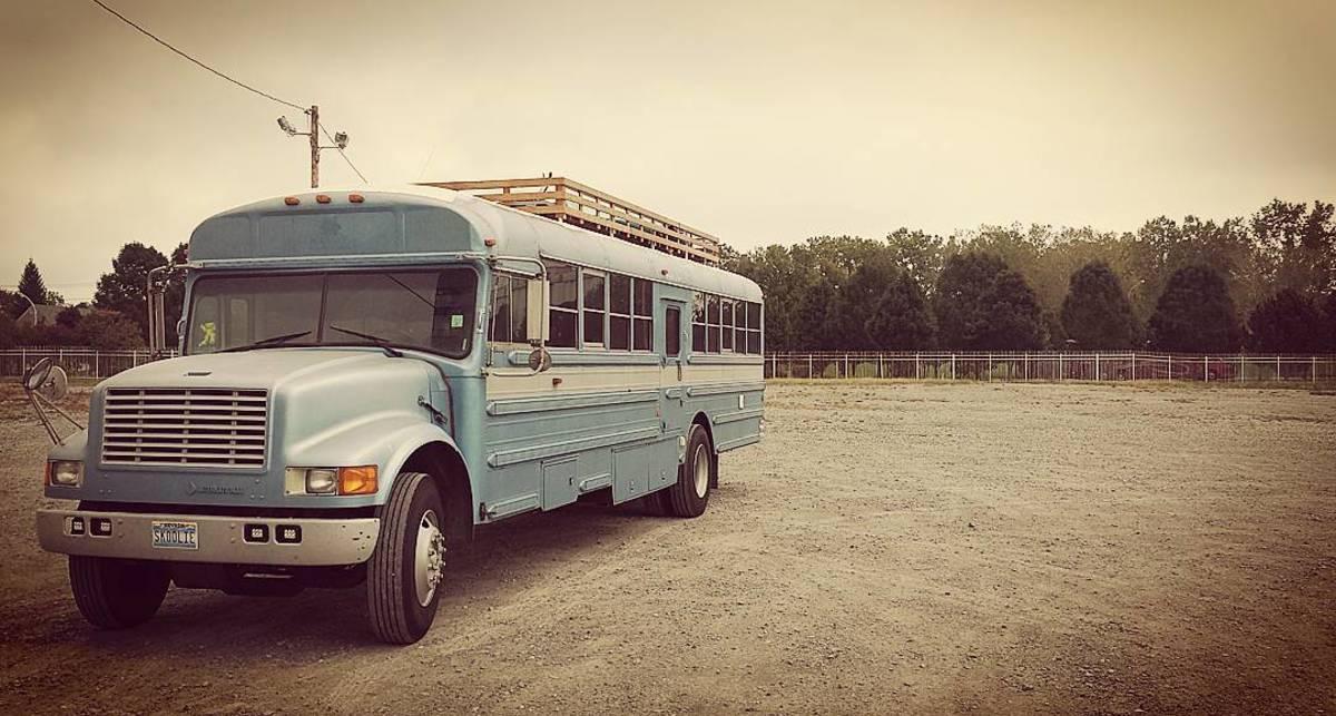 Дом на колесах: бывшие автобусы трансформировались в жилье